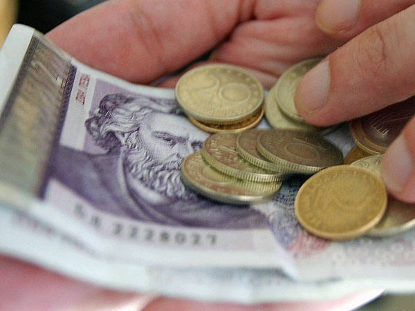 По-беден ли е българинът днес?