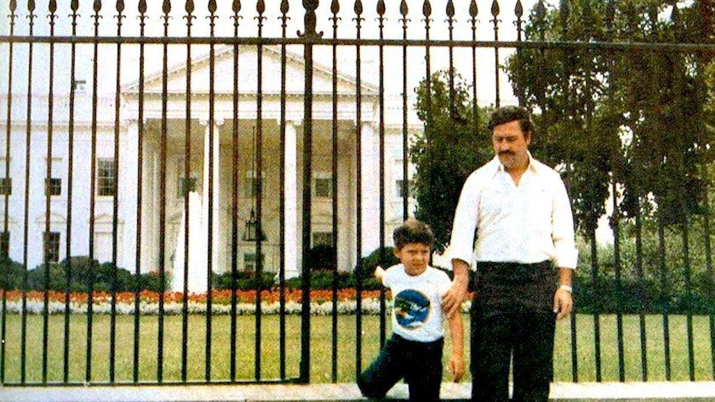 """Пабло Ескобар и сина му пред """"Белия дом"""" във Вашингтон, DC"""
